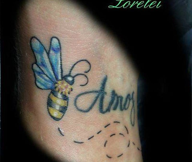 A bumblebee tattoo picture