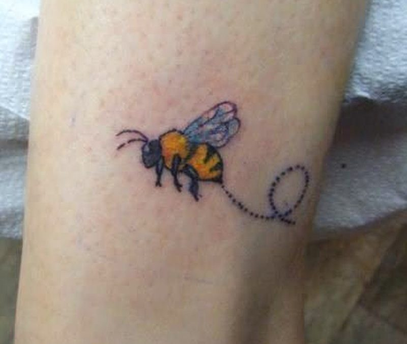 A wonderful bumblebee tattoo design