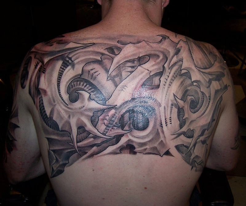 Amazing upper back biomechanical tattoo