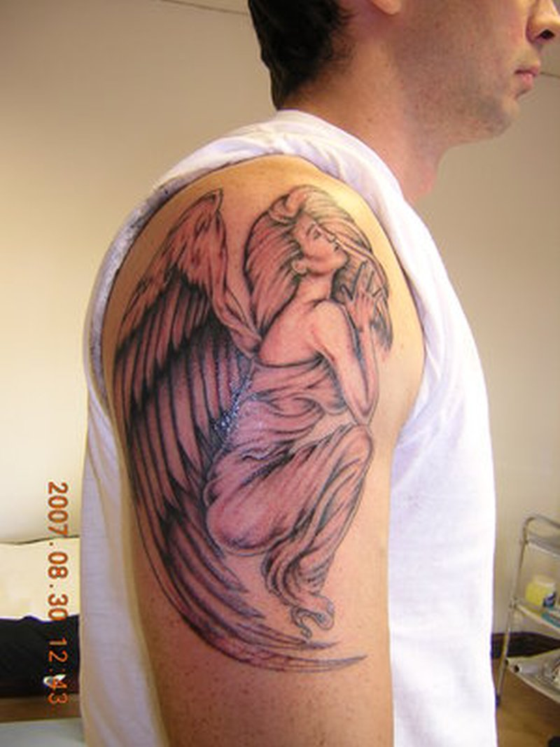 Тату мужские на плече ангел