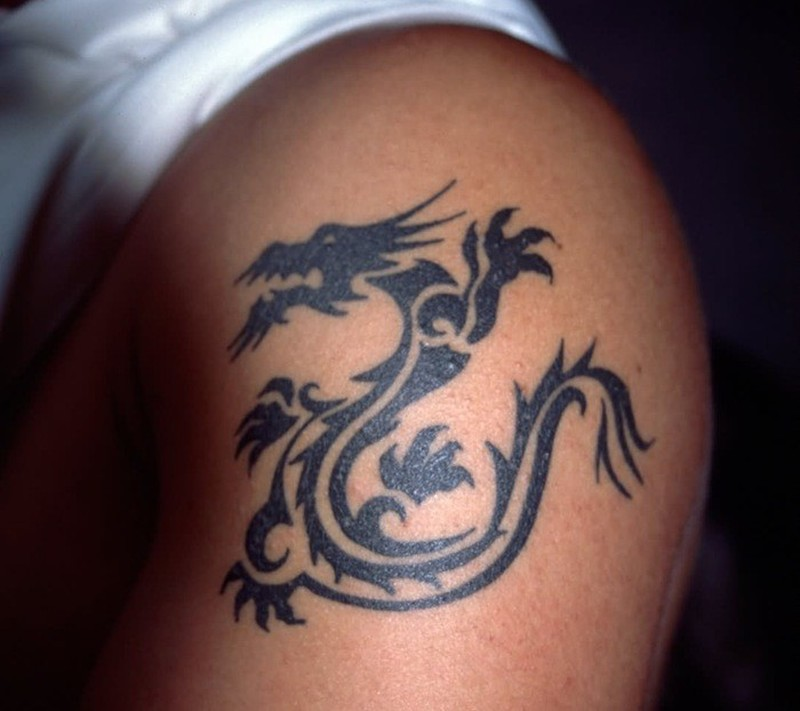 Black chinese dragon tattoo on shoulder tattoos book for Dragon tattoo book