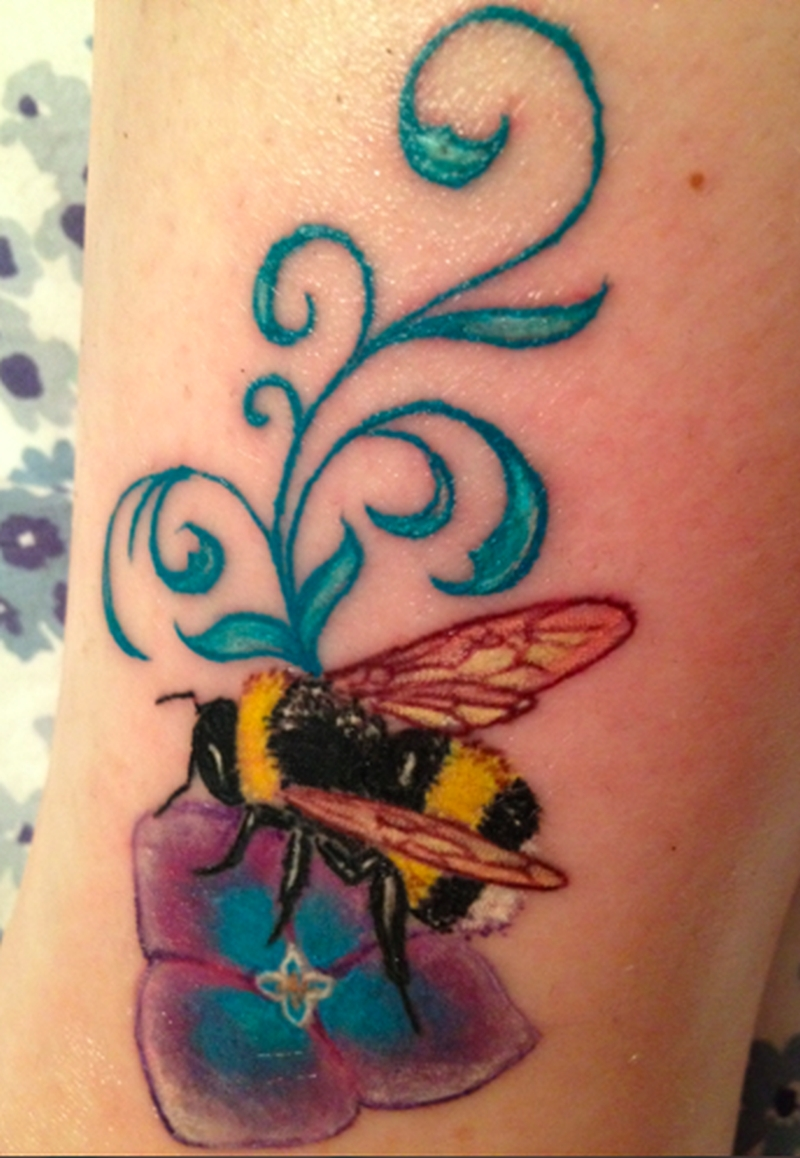 bumblebee on flower tattoo design tattoos book tattoos designs. Black Bedroom Furniture Sets. Home Design Ideas