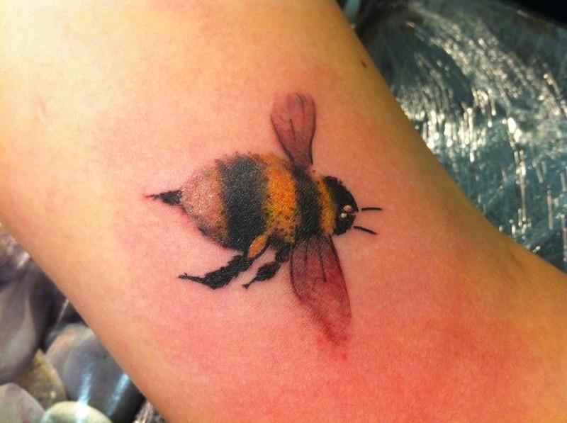 Coloured bumblebee bug tattoos