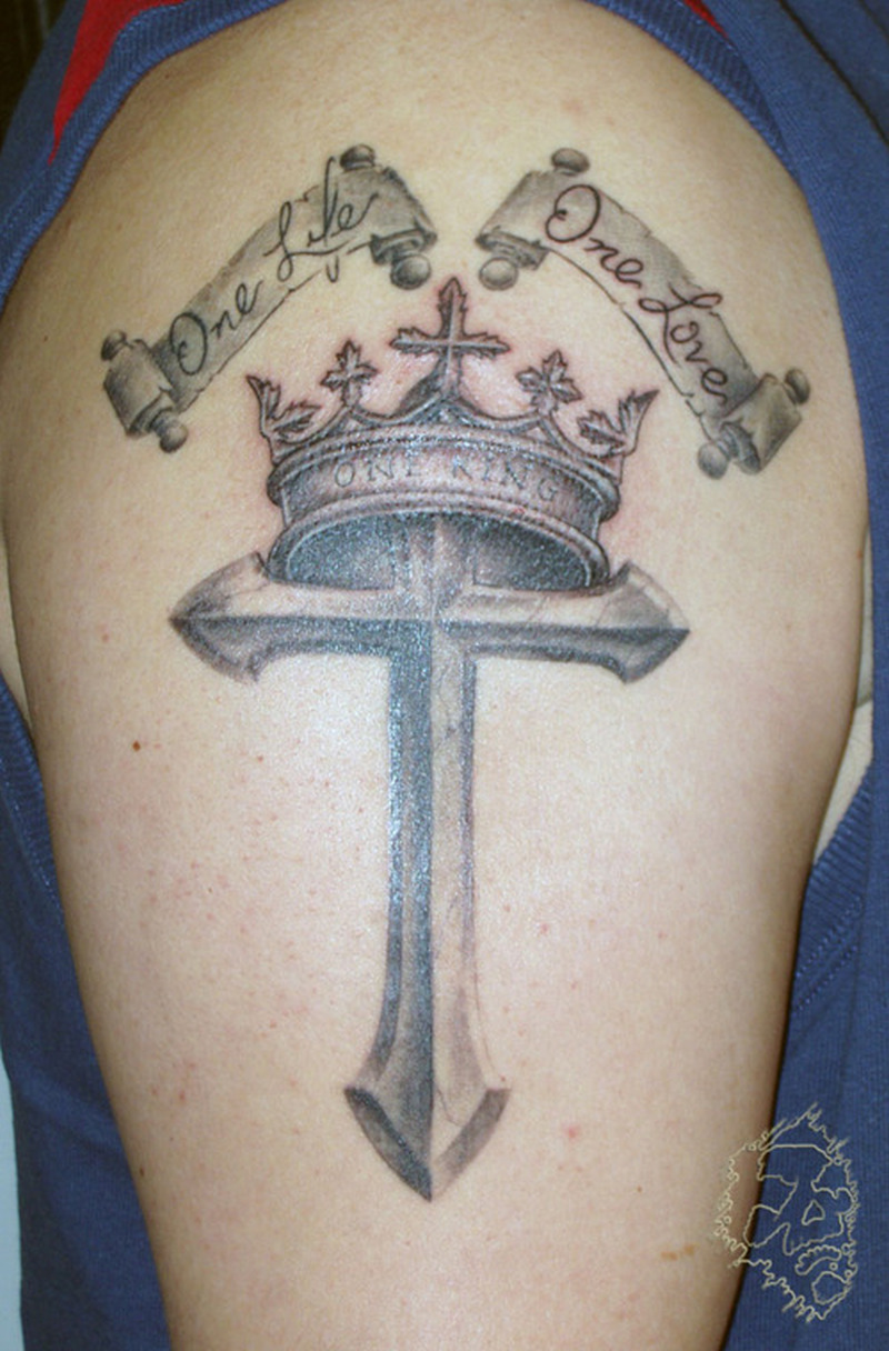 crown cross tattoo on biceps tattoos book tattoos designs. Black Bedroom Furniture Sets. Home Design Ideas