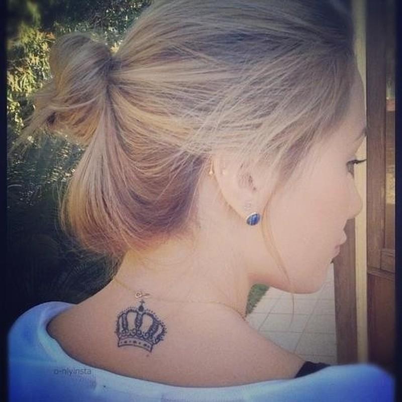 Фото тату корона для девушки