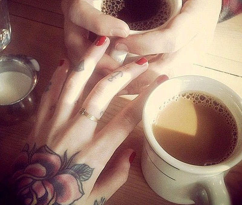 Cute diamond n anchor tattoo on fingers