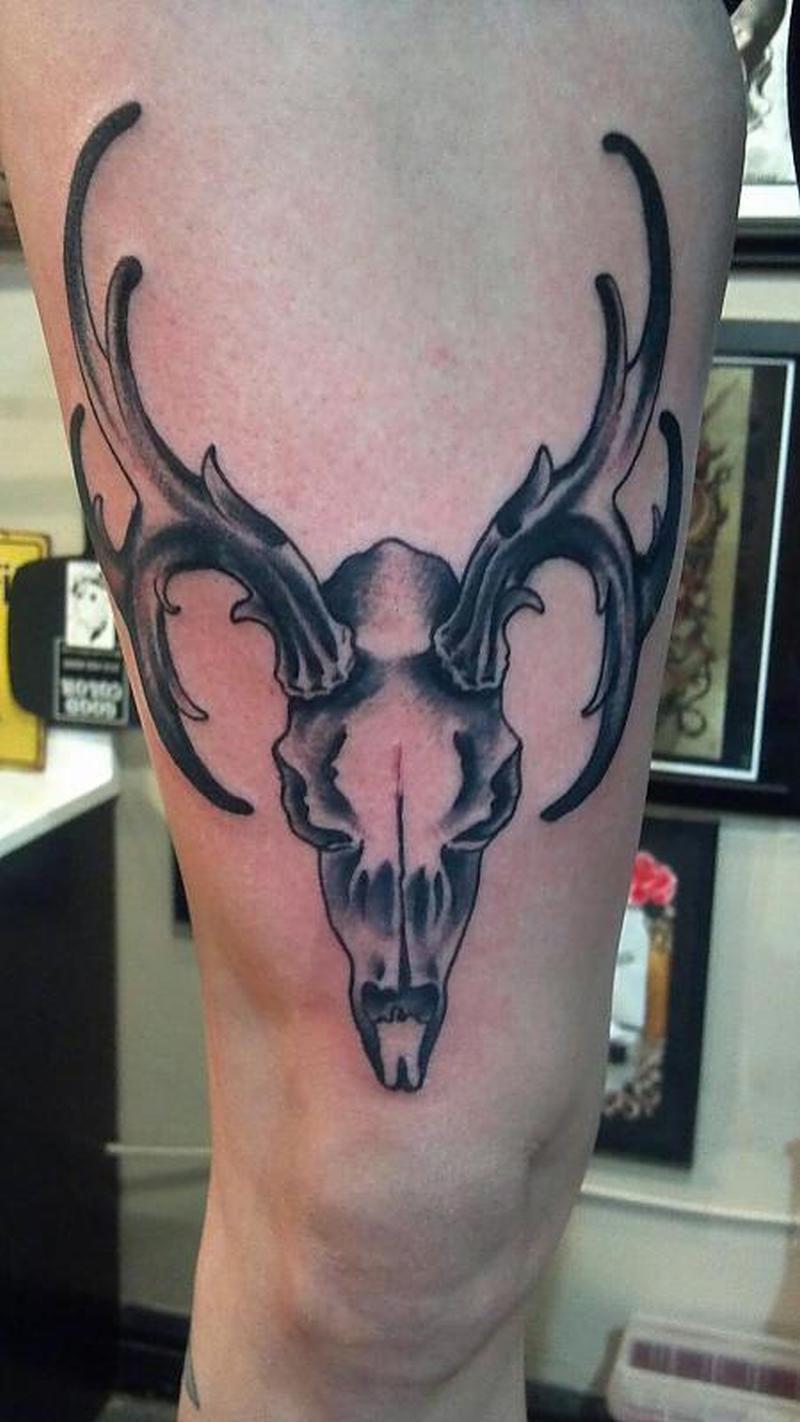 Deer skull head tattoo on thigh