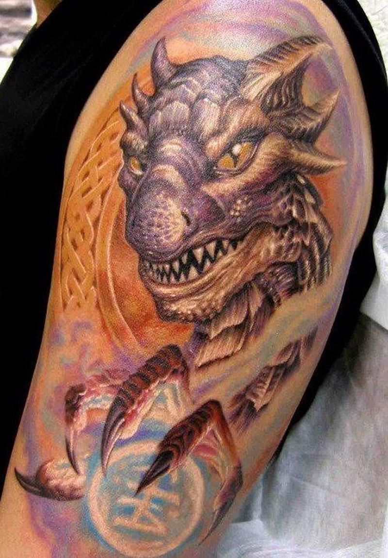 Тату с драконами на плече