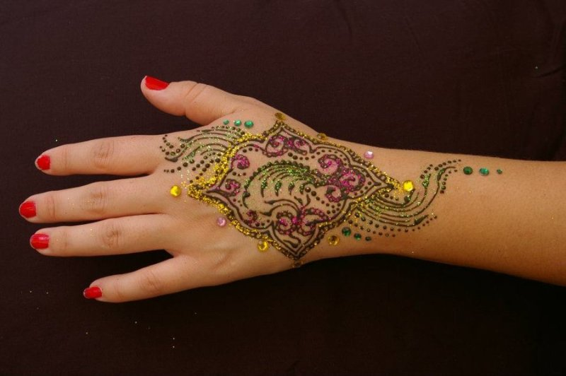 Drying henna tattoo with glitter