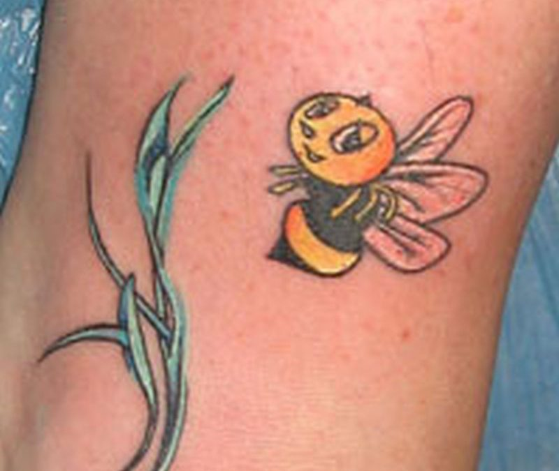 Elegant bumblebee tattoo design