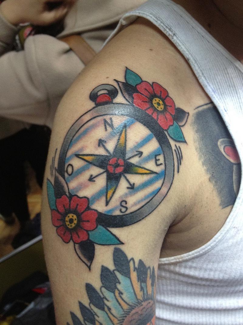 Elegant compass tattoo on shoulder tattoos book for Compass shoulder tattoo