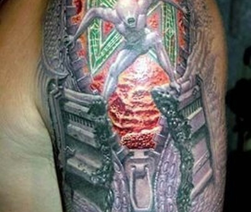 Extreme 3d tattoo on shoulder