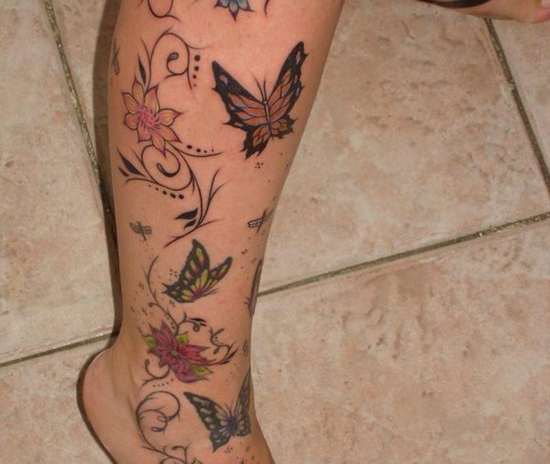 Feminine floral tattoo on right leg