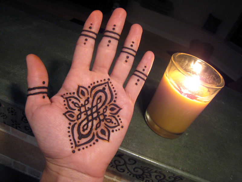 fire henna tattoo on hand tattoos book. Black Bedroom Furniture Sets. Home Design Ideas
