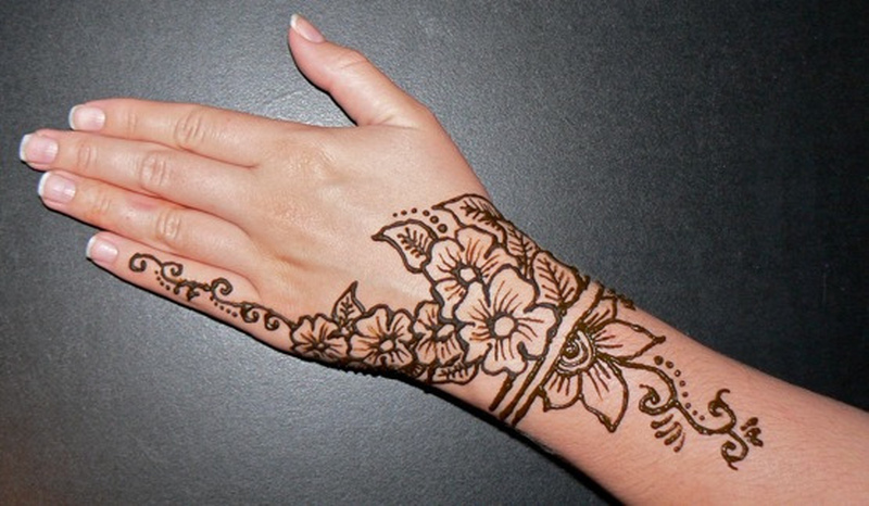 7953ceb05 Floral henna tattoo design on back of hand - Tattoos Book - 65.000 ...