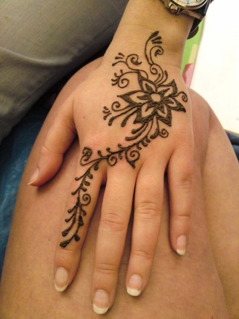 floral henna tattoo design on hand tattoos book tattoos designs. Black Bedroom Furniture Sets. Home Design Ideas
