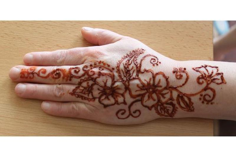 flowers henna design on hand tattoo tattoos book. Black Bedroom Furniture Sets. Home Design Ideas