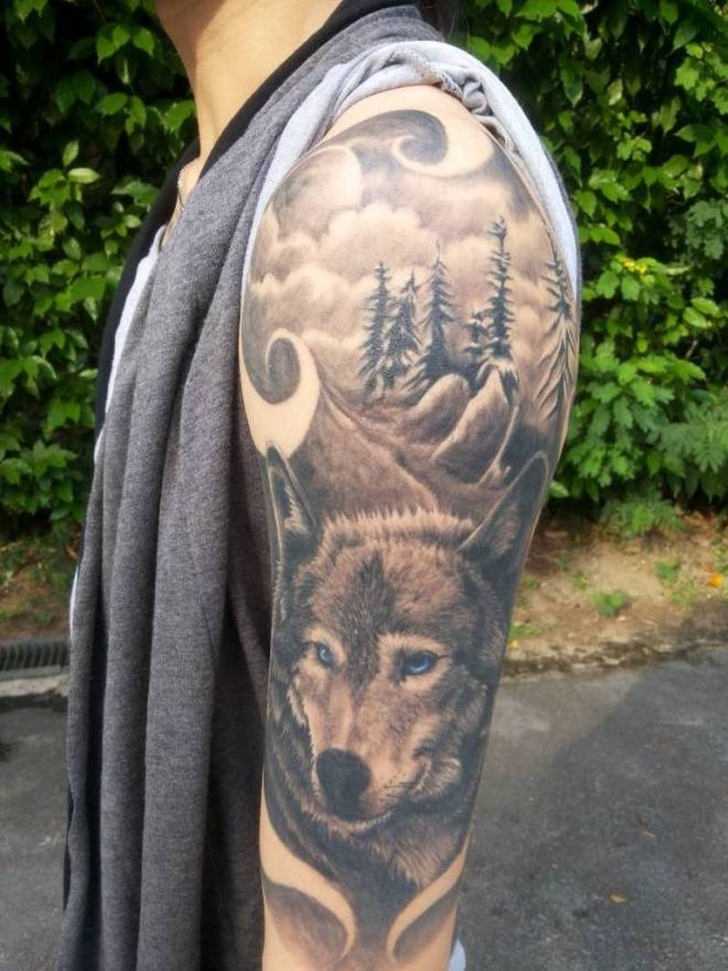 great tattoo of a wolf on his shoulder tattoos book. Black Bedroom Furniture Sets. Home Design Ideas
