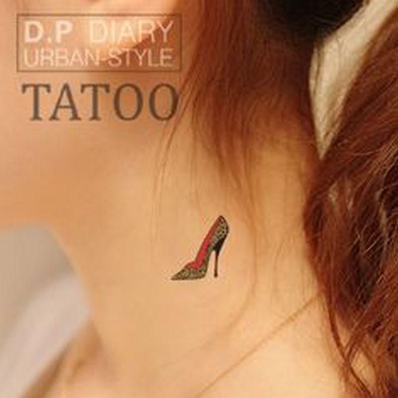 Heel tattoo on neck