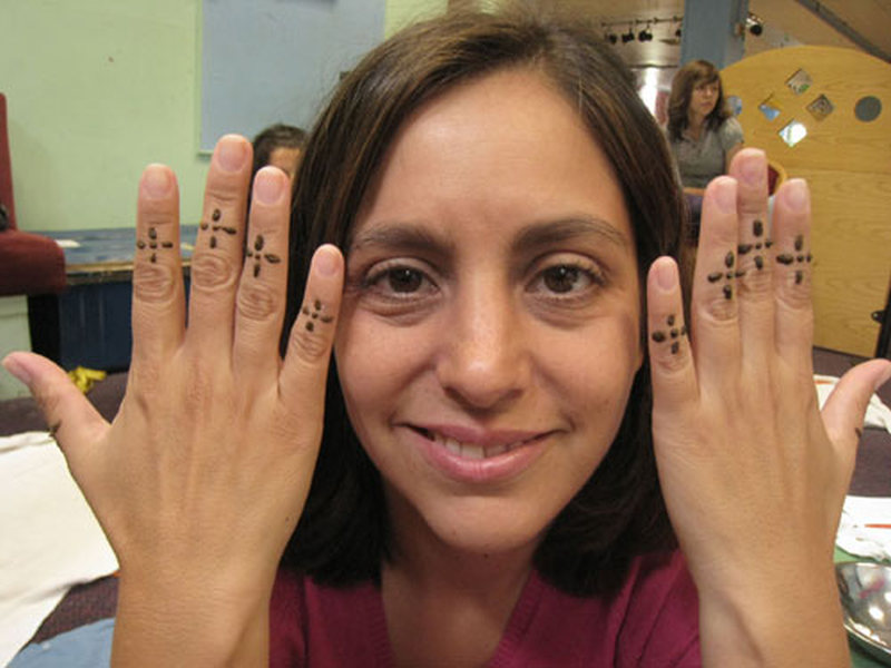 Henna finger tattoo design