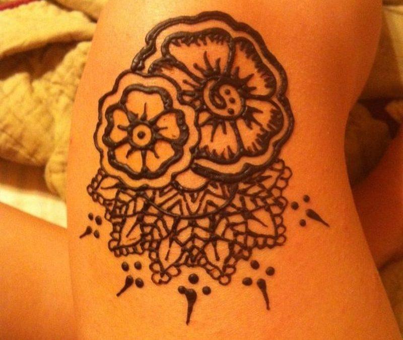 Henna knee tattoo for girls