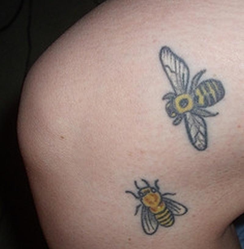 Honey bees tattoo design - Tattoos Book - 65.000 Tattoos Designs