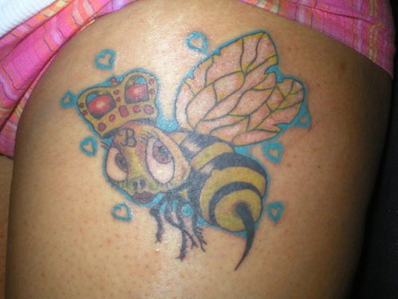 Lovely queen bumblebee tattoo design