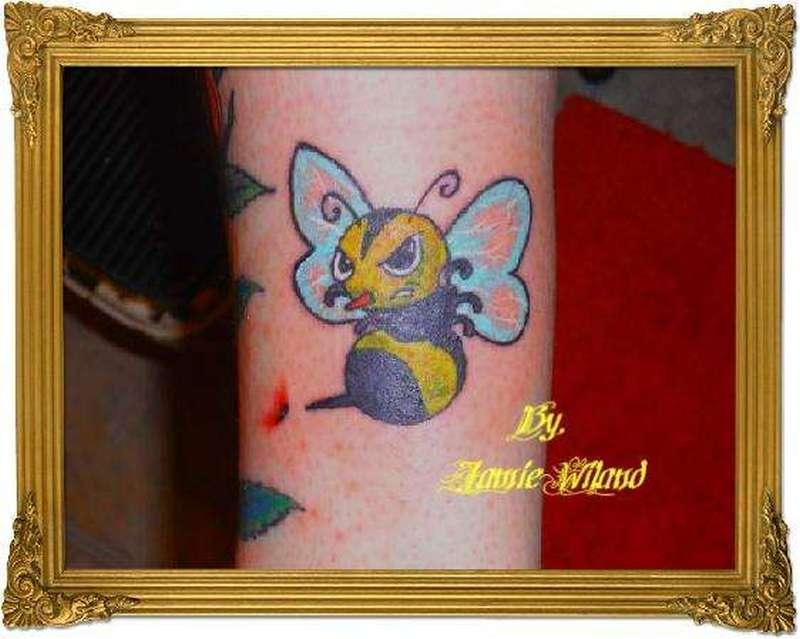Nice bumblebee tattoo image