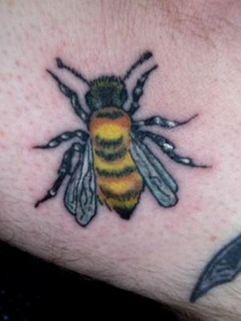 Outstanding bumblebee design tattoo