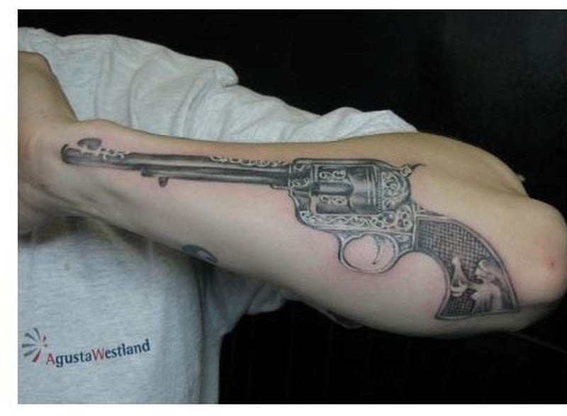 pistol gun tattoo design for men tattoos book tattoos designs. Black Bedroom Furniture Sets. Home Design Ideas