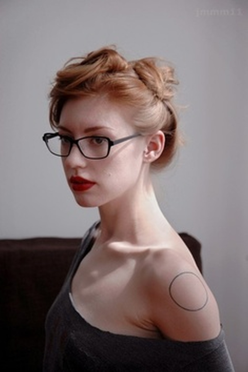 Sexy circle tattoo on shoulder