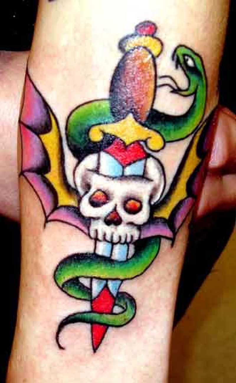 skull dagger n snake design tattoo tattoos book tattoos designs. Black Bedroom Furniture Sets. Home Design Ideas