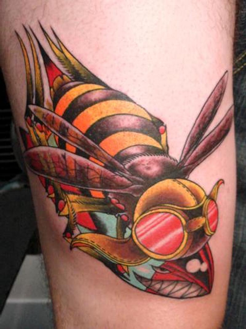 Stylish bumblebee tattoo design
