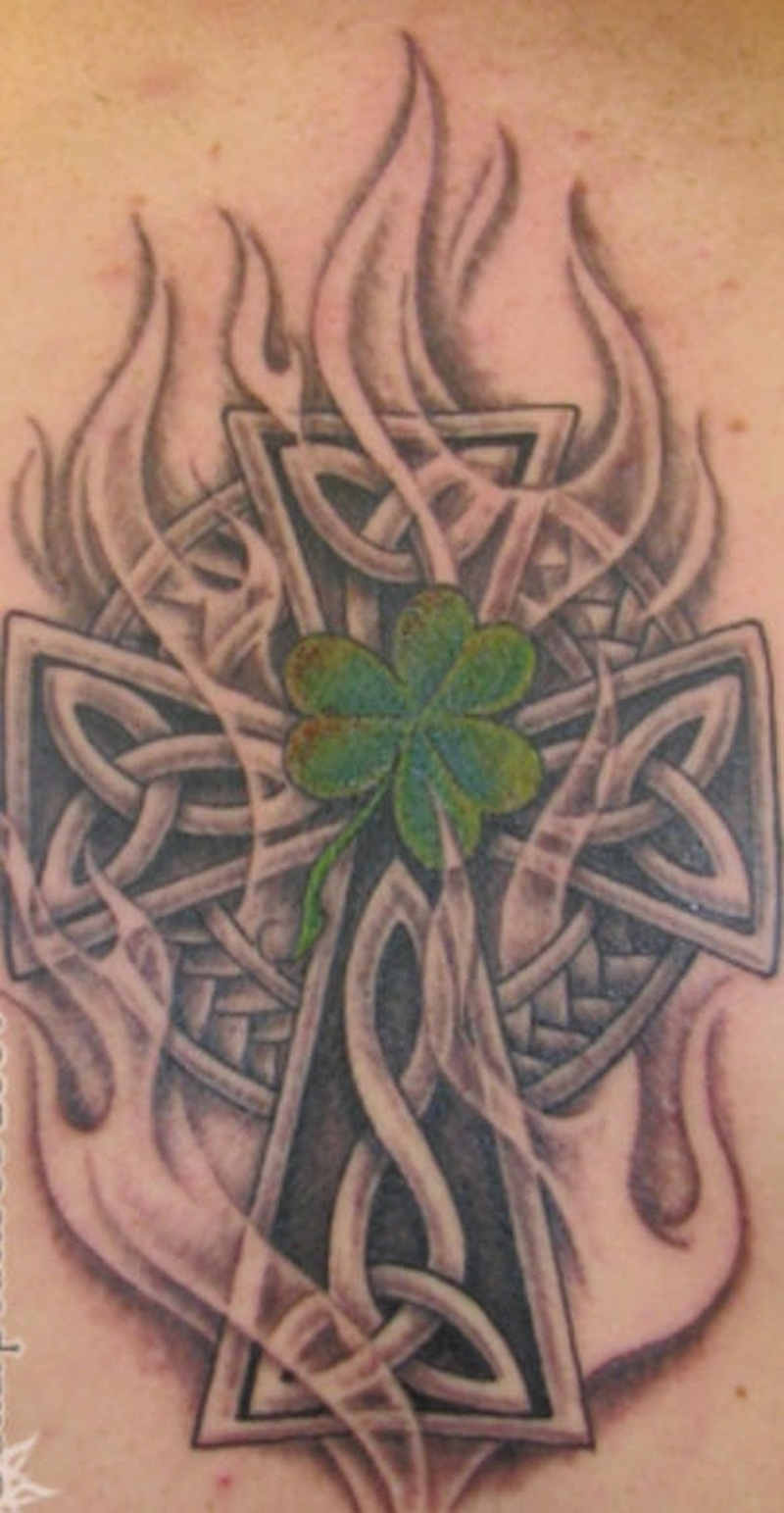 Tattoo celticcrossshamrockknottattoo