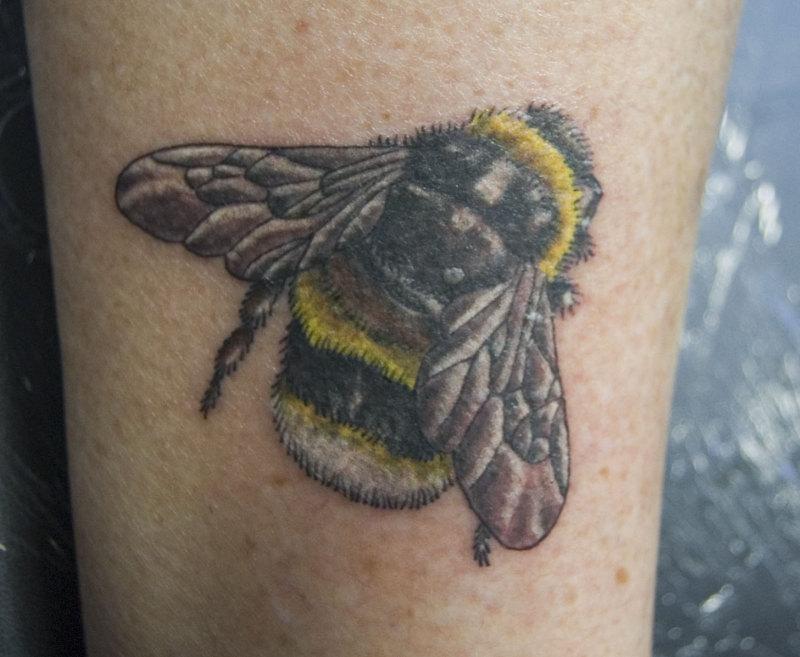 Terrific bumblebee tattoo image