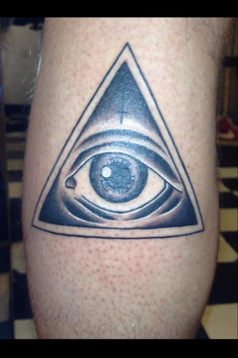 Значение тату глаз в пирамиде