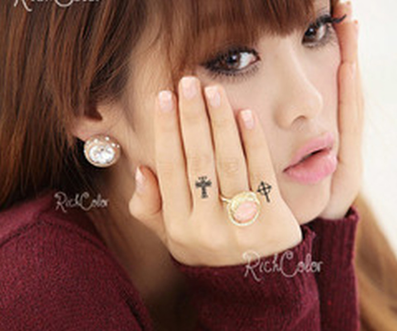 2a03e5bf1d1a9 Tiny cross tattoo on finger for girls - Tattoos Book - 65.000 ...