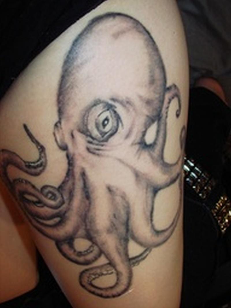 Tremendous octopus aqua design tattoo