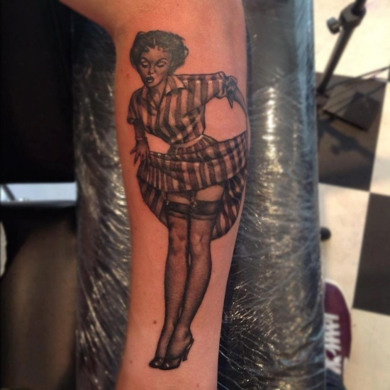Vintage pinup girl in stockings tattoo