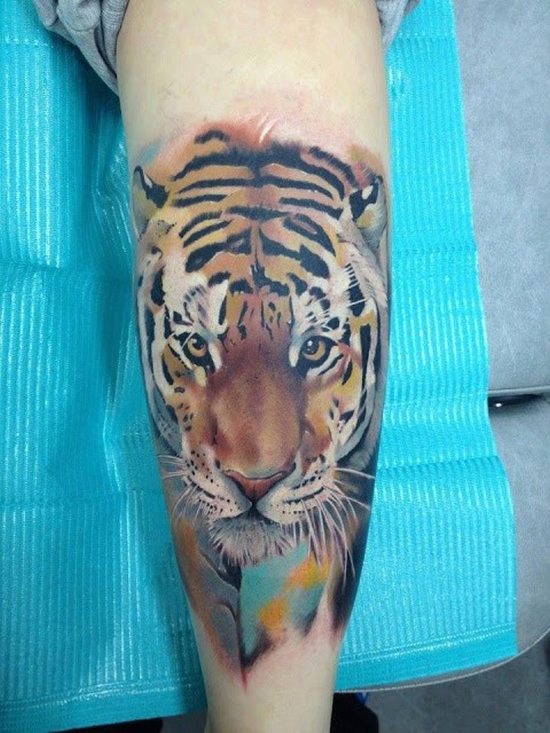 Watercolor style tiger tattoo on leg