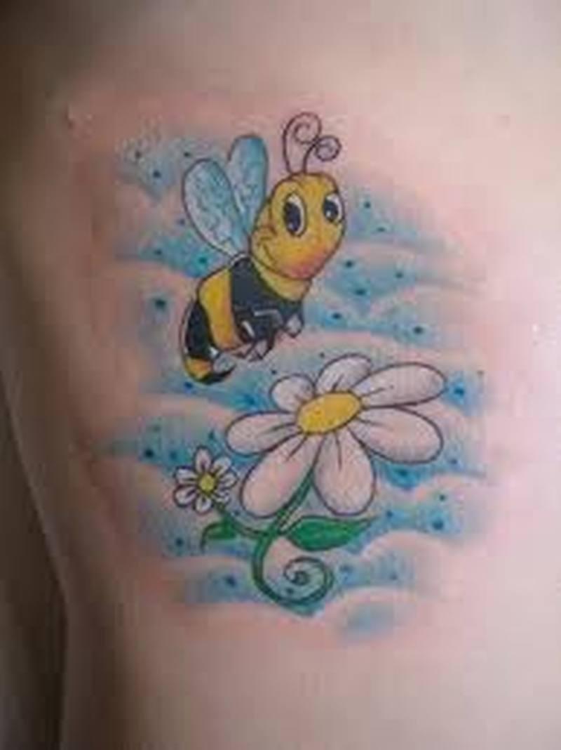 Women rib bumblebee tattoo