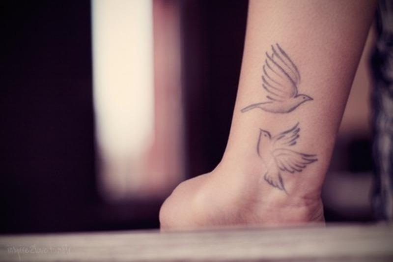 3b75d8713 Wrist flying birds tattoo - Tattoos Book - 65.000 Tattoos Designs