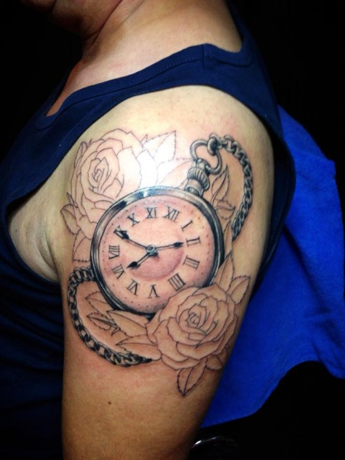 Outlined Clock Shoulder Piece for Men