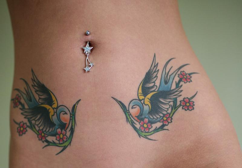Birds tattoo belly piercing