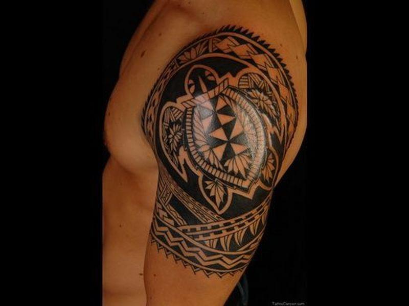 Black shoulder tattoo1