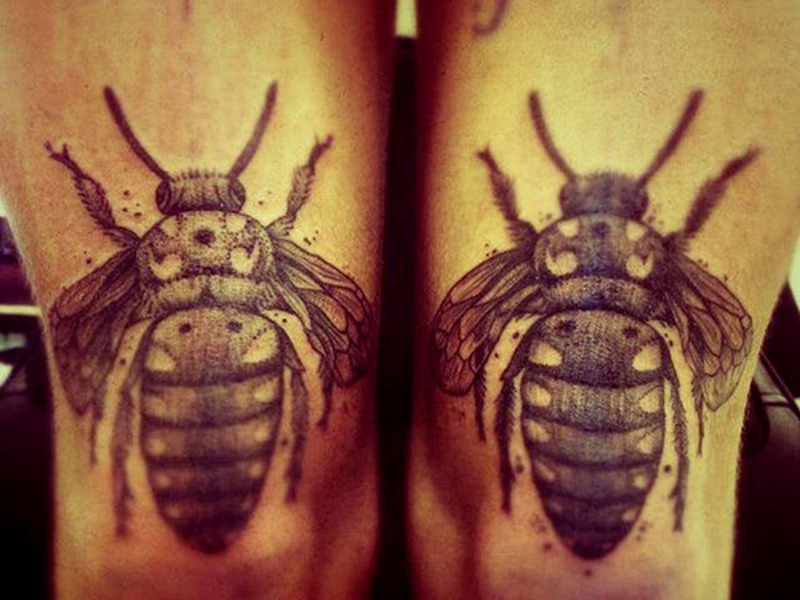 Brilliant bee tattoo on knee