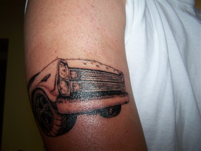 Car front tattoo on muscles