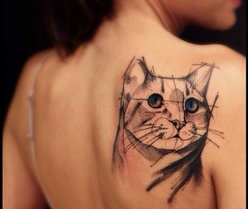 Cat tattoo of geometric lines tatoo by Victor Montaghini
