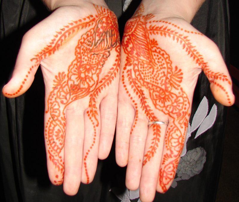 Cool henna tattoo designs on hand