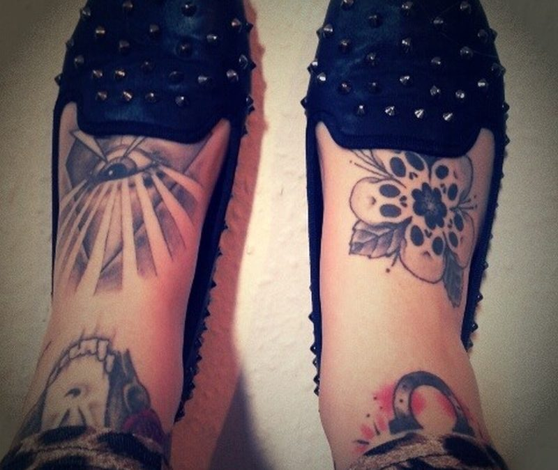 Eye n skulls tattoo on feet